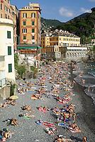 il paese Camogli (Liguria) --- the village Camogli (Liguria)