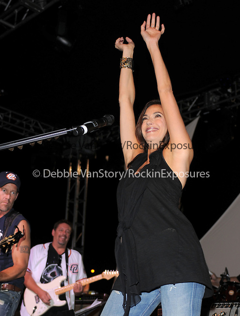 Teri Hatcher & James Denton at The 2nd Annual Band From TV Night at The Orange County Flyers Baseball Game held at Titan Stadium in Fullerton, California on July 26,2008                                                                     Copyright 2008 Debbie VanStory/RockinExposures