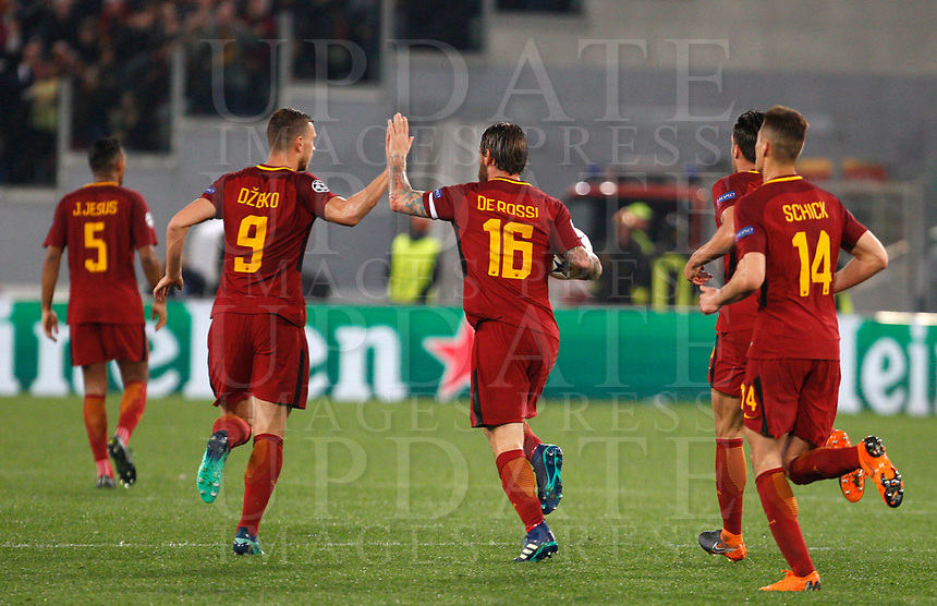 Roma s Daniele De Rossi, center, celebrates with his teammates after scoring on a penalty kick during the Uefa Champions League quarter final second leg football match between AS Roma and FC Barcelona at Rome's Olympic stadium, April 10, 2018.<br /> UPDATE IMAGES PRESS/Riccardo De Luca