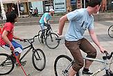 Polo auf Pferden war gestern. In den Straßen von Zagreb wird Fahrrad-Polo gespielt.