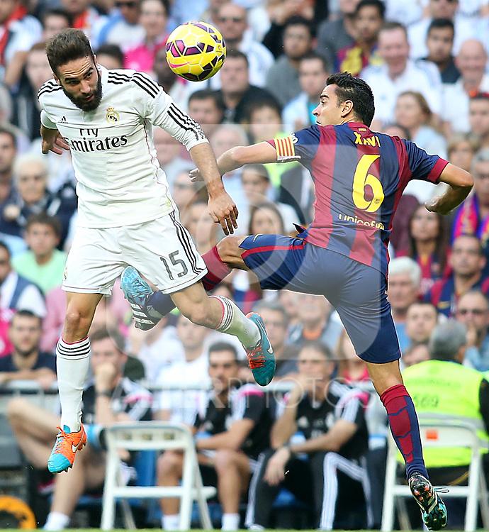 Real Madrid's Daniel Carvajal (l) and FC Barcelona's Xavi Hernandez during La Liga match.October 25,2014. (ALTERPHOTOS/Acero)