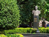 Denkmal  im Haydar Aliyev Park im Bäderviertel, Tiflis – Tbilissi, Georgien, Europa<br /> Monument in Haydar Aliyev Park, thermal quarter Abanotuban, Tbilisi, Georgia, Europe