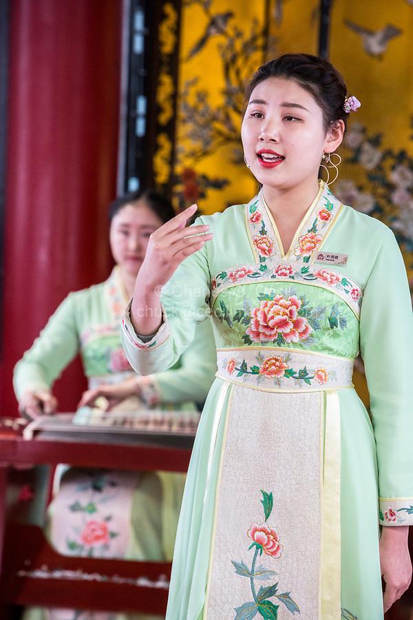 Yangzhou, Jiangsu, China.  Young Woman Singing a Traditional Chinese Folk Song, Slender West Lake Park.