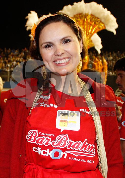 SÃO PAULO, SP, 06 DE MARÇO DE 2011 - CARNAVAL - CAMAROTE BAR BRAHMA - A atriz Samantha Dalsoglio no camarote Brahma durante o segundo dia dos desfiles das escolas do Grupo Especial de São Paulo, no Sambódromo do Anhembi, zona norte da capital paulista, na madrugada deste domingo (06). (FOTO: AMAURI NEHN / NEWS FREE).