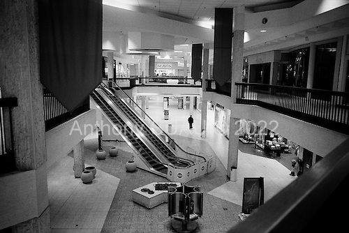 Cleveland, Ohio.March 28, 2008 ..Once rumored to be the largest mall in the United States the Randell Park Mall is all but closed due to violence, bad maintanance, poor business, a the current mortgage crisis...The vast cavernous atriums remain dark as a hand full of people roam the mall. Most of the shops remain dark and those few that are open sell jewelry to young rappers who come in to shop. Theft is common place for those shops that remain open but mostly the massive mall is closed down. ......