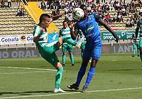 BOGOTÁ - COLOMBIA, 13-10-2019:Cristian Bonilla  (Izq.) jugador de La Equidad  disputa el balón con Mender Garcia (Der.) jugador del Once Caldas durante partido por la fecha 17 de la Liga Águila II 2019 jugado en el estadio Metropolitano de Techo de la ciudad de Bogotá. /Walmer Pacheco (L) player of La Equidad fights the ball  against of Mender Garcia (R) player of Once Caldas during the match for the date 17th of the Liga Aguila II 2019 played at the Metropolitano de Techo  stadium in Bogota city. Photo: VizzorImage / Felipe Caicedo / Staff.