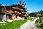 Oesterreich, Tirol, Wanderdorf Kramsach: Freilichtmuseum Tiroler Bauernhoefe - Summerau Hof und Gwiggenhof (im Hintergrund) zu Fruehlingsanfang | Austria, Tyrol, Kramsach: open-air museum Tyrolean Farmhouses - 'Summerau' farmhouse and 'Gwiggen' farmhouse (background) at early spring