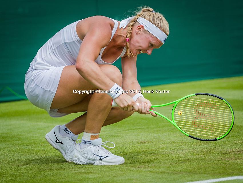 London, England, 4 th July, 2017, Tennis,  Wimbledon, Kiki Bertens (NED)  slapping her racket<br /> Photo: Henk Koster/tennisimages.com