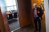 81. Sitzung des NSA-Untersuchungsausschuss des Deutschen Bundestages am Donnerstag den 14. Januar 2016.<br /> Als Zeuge war zum wiederholten Mal Ernst Uhrlau, ehemals Praesident des Bundesnachrichten Dienst, BND, geladen.<br /> Im Bild: Ernst Uhrlau.<br /> 14.1.2016, Berlin<br /> Copyright: Christian-Ditsch.de<br /> [Inhaltsveraendernde Manipulation des Fotos nur nach ausdruecklicher Genehmigung des Fotografen. Vereinbarungen ueber Abtretung von Persoenlichkeitsrechten/Model Release der abgebildeten Person/Personen liegen nicht vor. NO MODEL RELEASE! Nur fuer Redaktionelle Zwecke. Don't publish without copyright Christian-Ditsch.de, Veroeffentlichung nur mit Fotografennennung, sowie gegen Honorar, MwSt. und Beleg. Konto: I N G - D i B a, IBAN DE58500105175400192269, BIC INGDDEFFXXX, Kontakt: post@christian-ditsch.de<br /> Bei der Bearbeitung der Dateiinformationen darf die Urheberkennzeichnung in den EXIF- und  IPTC-Daten nicht entfernt werden, diese sind in digitalen Medien nach §95c UrhG rechtlich geschuetzt. Der Urhebervermerk wird gemaess §13 UrhG verlangt.]