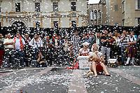 MANIZALES-COLOMBIA. 05-09-2013. La compañía canadiense KIF KIF en la Plaza de Bolívardurante el XXXVI Festival Internacional de Teatro de Manizales, Colombia./  Canadian company  KIF KIF at Bolivar square during the XXXVI International Theatre Festival of Manizales, Colombia. Photo: VizzorImage/Yonboni/STR