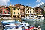 Italy, Veneto, Lake Garda, Malcesine: Porto Malcesine in old town | Italien, Venetien, Gardasee, Malcesine: Porto Malcesine in der Altstadt