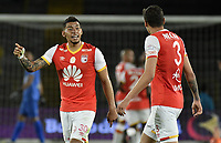 BOGOTÁ -COLOMBIA, 15-04-2017. Yeison Gordillo jugador de Santa Fe discute con su compañero Jose David Moya durante el encuentro entre Independiente Santa Fe y Atletico Bucaramanga por la fecha 13 de la Liga Aguila I 2017 jugado en el estadio Nemesio Camacho El Campin de la ciudad de Bogota. / Yeison Gordillo player of Santa Fe discuss with his teammate Jose David Moya during match between Independiente Santa Fe and Atletico Bucaramanga for the date 13 of the Aguila League I 2017 played at the Nemesio Camacho El Campin Stadium in Bogota city. Photo: VizzorImage/ Gabriel Aponte / Staff