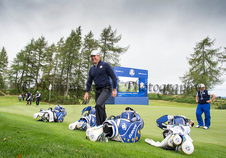 Englishman Lee Westwood is all smiles at the 6th hole during a practice session at Gleneagles Golf Course, Perthshire. Photo credit should read: Kenny Smith/Press Association Images.
