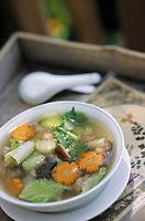 """Asie/Thaïlande/Khao Khor : Soupe thaï à la citronnelle, carottes, céleri, champignons et boulettes de porc - Recette de la ferme-auberge """"Khao Khor Thale Phu Resort"""""""