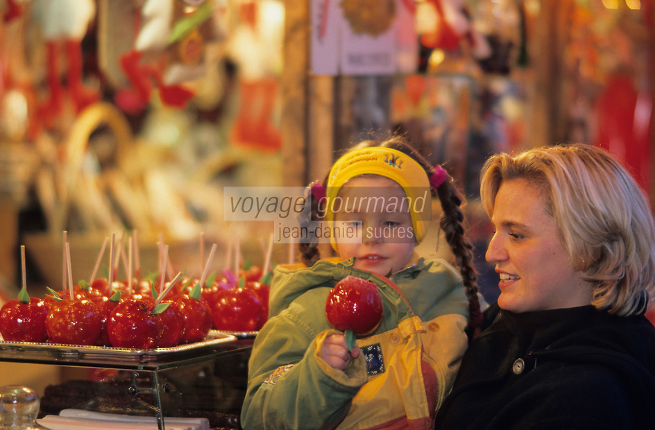 Europe/France/Alsace/68/Haut-Rhin/Colmar: Noël à Colmar - Marché de Noël sur la place de l'ancienne douane ou Koïfhus (AUTORISATION N°243-245)