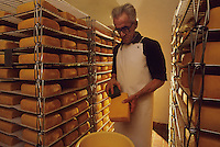 Europe/Belgique/Wallonie/Province du Luxembourg/Orval : L'Abbaye - Fromagerie - Lavage du fromage