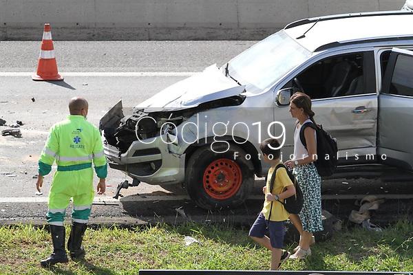 Campinas (SP), 30/01/2020 - Acidente-SP - Um engavetamento envolveno sete veículos no km 7 do Anel Viário Magalhães Teixeira em Campinas, interior de São Paulo, deixou pelo menos duas pessoas feridas na manhã desta quinta-feira (30). O acidente bloqueou as duas faixas da pista sentido rodovia Dom Pedro (SP-065).