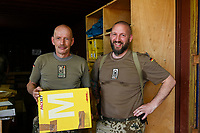 MALI, Gao, Minusma UN peace keeping mission, Camp Castor, german army Bundeswehr, field post office / Feldpostamt, Hauptfeldwebel Dirk Bartosch und Stabsfeldwebel Oliver Zimmers, rechts