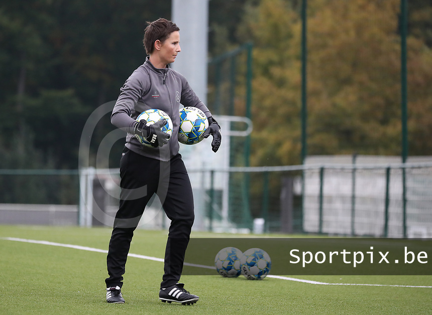 Willeke Willems goalkeeper of Woluwe (1) pictured before a female soccer game between Oud Heverlee Leuven and Femina White Star Woluwe  on the 5 th matchday of the 2020 - 2021 season of Belgian Womens Super League , Sunday 18 th of October 2020  in Heverlee , Belgium . PHOTO SPORTPIX.BE | SPP | SEVIL OKTEM