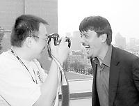 RÈception Hotel de Ville Mtl, le 30 aout 2000<br /> -Jian Qi, RÈalisateur  `` Female coaxh leading male sportsmen `` HC<br /> Sun Zhou ;  rÈalisateur `` Le Silence brisÈ `` avec Gong Li<br /> <br /> MENTION OBLIGATOIRE :  (c) Pierre Roussel