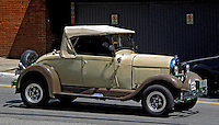 Automóvel antigo. SP. Foto de Manuel Lourenço.