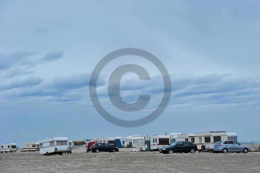 02/05/14 - PLAGE DE BEAUDUC - BOUCHES DU RHONE - FRANCE - Habitat alternatif et camping sauvage sur la plage de Beauduc - Photo Jerome CHABANNE