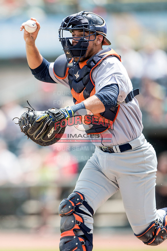 Bowling Green Hot Rods catcher Rene Pinto (39) runs towards a baserunner against the Great Lakes Loons during the Midwest League baseball game on June 4, 2017 at Dow Diamond in Midland, Michigan. Great Lakes defeated Bowling Green 11-0. (Andrew Woolley/Four Seam Images)