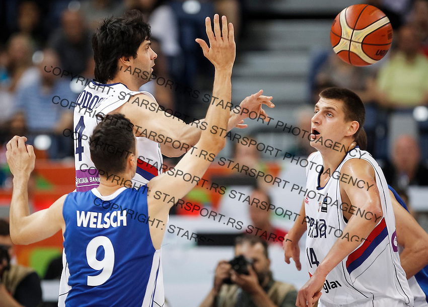 BELGRADE, SERBIA - JULY 08: Milos Teodosic (R) of Serbia in action against Jiri Welsch (L) of Czech Republic during the 2016 FIBA World Olympic Qualifying basketball Semi Final match between Serbia and Czech Republic at Kombank Arena on July 08, 2016 in Belgrade, Serbia. (Photo by Srdjan Stevanovic/Getty Images)