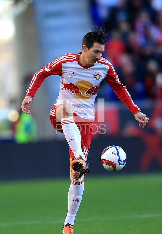 Harrison, NJ - Sunday, November 8, 2015: The New York Red Bulls defeated D.C. United 1-0 in the second leg of the MLS Eastern Conference semi-final at Red Bull Arena.