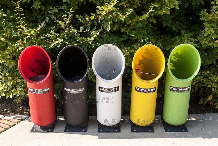 Milano, cestini per la raccolta differenziata allo spazio espositivo Hangar Bicocca --- Milan, recycling bins at the exhibitions space HangarBicocca