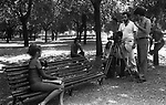 "MANUEL DE SICA E SIDNEY ROME DURANTE LE RIPRESE<br /> SUL SET DE ""L'EROE"" DI MANUEL DE SICA ROMA 1974"