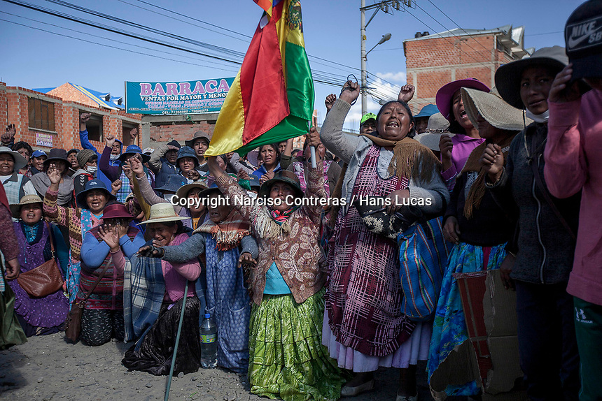 Indigenous female supporters of Bolivian ex-President Evo Morales complain during clashes with security forces in El Alto, on the outskirts of La Paz, Bolivia. Morales's backers have taken to the streets demanding the resignation of auto-proclaimed president Jeanine Añez and the return of Morales who resigned on Nov. 10 under pressure from the military after weeks of protests against him over a disputed election that he claimed to have won. November 19, 2019.<br /> Des femmes autochtones qui soutiennent l'ancien président bolivien Evo Morales se plaignent lors d'affrontements avec les forces de sécurité à El Alto, dans la banlieue de La Paz, en Bolivie. Les partisans de Morales sont descendus dans la rue pour exiger la démission du président autoproclamé Jeanine Añez et le retour de Morales qui a démissionné le 10 novembre sous la pression des militaires après des semaines de protestations contre lui suite à une élection contestée qu'il prétend avoir gagnée. 19 novembre 2019.