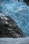 Glacier Piloto avec sa glace bleue vieille de plusieurs milliers d'années près du fjord chico..Piloto glacier with its blue ice thousand years old.Nearby chico fjord