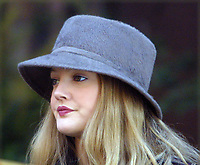 """DREW BARRYMORE LOCATION FILMING THE MOVIE """"DUPLEX"""", DIRECTED BY DANNY DEVITO IN NYC 2/19/2002<br /> Photo By John Barrett/PHOTOlink"""