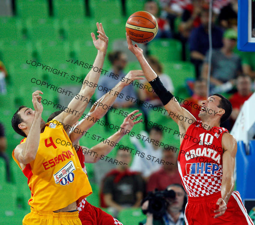 """Pablo Aguilar of Spain (L) and Roko Leni Ukic of Croatia (R) in action during European basketball championship """"Eurobasket 2013""""  basketball game for 3rd place between Spain and Croatia in Stozice Arena in Ljubljana, Slovenia, on September 22. 2013. (credit: Pedja Milosavljevic  / thepedja@gmail.com / +381641260959)"""