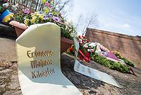 Mehrere hundert Menschen kamen zur Feierlichkeit anlaesslich des 70. Jahrestages der Befreiung des Frauen-Konzentrationslagers Ravensbrueck, unter ihnen auch die Bundesminsiterin fuer Bildung, Johanna Wanka. Von den ueber 120.000 Frauen und 20.000 Maennern, die im Nationalsozialismus in dem Konzentrationslager inhaftiert waren leben 70 Jahre nach der Befreiung durch die Rote Armee nur noch 160. Viele der Ueberlebenden waren u.a. aus Frankreich, Norwegen, Polen, Spanien, Slovakei und Italien angereist.<br /> Im Anschluss an die offiziellen Reden wurden Kraenze am Manhmal am Schwedter See niedergelegt. In dem See wurde in der NS-Zeit die Asche der ermordeten gekippt. <br /> 19.4.2015, Ravensbrueck/Brandenburg<br /> Copyright: Christian-Ditsch.de<br /> [Inhaltsveraendernde Manipulation des Fotos nur nach ausdruecklicher Genehmigung des Fotografen. Vereinbarungen ueber Abtretung von Persoenlichkeitsrechten/Model Release der abgebildeten Person/Personen liegen nicht vor. NO MODEL RELEASE! Nur fuer Redaktionelle Zwecke. Don't publish without copyright Christian-Ditsch.de, Veroeffentlichung nur mit Fotografennennung, sowie gegen Honorar, MwSt. und Beleg. Konto: I N G - D i B a, IBAN DE58500105175400192269, BIC INGDDEFFXXX, Kontakt: post@christian-ditsch.de<br /> Bei der Bearbeitung der Dateiinformationen darf die Urheberkennzeichnung in den EXIF- und  IPTC-Daten nicht entfernt werden, diese sind in digitalen Medien nach §95c UrhG rechtlich geschuetzt. Der Urhebervermerk wird gemaess §13 UrhG verlangt.]