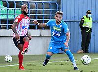 MONTERIA - COLOMBIA, 15-08-2021: Israel Alba de Jaguares de Cordoba F.C. y Fredy Hinestroza de Atletico Junior disputan el balón durante partido entre Jaguares de Cordoba F. C. y Atletico Junior de la fecha 5 por la Liga BetPlay DIMAYOR I 2021, en el estadio Jaraguay de Monteria de la ciudad de Monteria. / Israel Alba of Jaguares de Cordoba F.C. and Fredy Hinestroza of Atletico Junior vie for the ball during a match between Jaguares de Cordoba F. C. and Atletico Junior, of the 5th date for the Betplay DIMAYOR I 2021 League at Jaraguay de Monteria Stadium in Monteria city. / Photo: VizzorImage / Andres Lopez / Cont.
