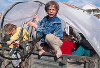 - children in the camp for refugees from  Kosovo organized by Italy in Durazzo....- bambini nel campo per i profughi dal Kossovo organizzato dall'Italia a Durazzo