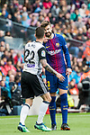 Gerard Pique Bernabeu (R) of FC Barcelona confronts with Santiago Mina Lorenzo, Santi Mina, of Valencia CF during the La Liga 2017-18 match between FC Barcelona and Valencia CF at Camp Nou on 14 April 2018 in Barcelona, Spain. Photo by Vicens Gimenez / Power Sport Images