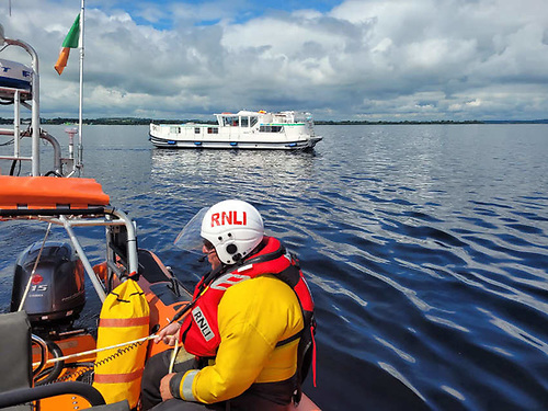Lough Ree RNLI arrive to assist the grounded cruiser west of Beam Island
