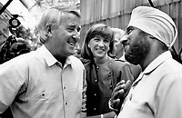 Time Out: A visitor to the Conservative policy meeting at the Metro Convention Centre has the rapt attention of Prime Minister Brian Mulroney and wife Mila.<br /> <br /> Photo : Boris Spremo - Toronto Star archives - AQP