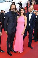 Frederic Beigbeder et Lara Micheli sur le tapis rouge pour la projection du film 120 BATTEMENTS PAR MINUTE, soixante-dixième (70ème) Festival du Film à Cannes, Palais des Festivals et des Congres, Cannes, Sud de la France, samedi 20 mai 2017.
