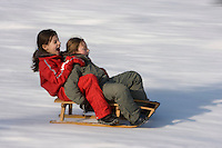 Europe/France/Rhone-Alpes/74/Haute-Savoie/Megève:Enfants et luge sur les pistes du Jaillet  -  Mention Megève Obligatoire / [Non destiné à un usage publicitaire - Not intended for an advertising use] [Non destiné à un usage publicitaire - Not intended for an advertising use]