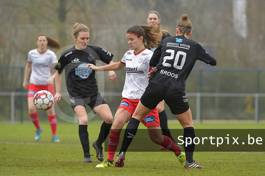 Zulte Waregem's midfielder Amber De Priester with Woluwe's Selina Gijsbrechts (L) and Woluwe's Sheila Broos (20)  pictured during a female soccer game between SV Zulte - Waregem and White Star Woluwe on the 9th matchday of the 2020 - 2021 season of Belgian Scooore Women s SuperLeague , saturday 12 th of December 2020  in Waregem , Belgium . PHOTO SPORTPIX.BE | SPP | DIRK VUYLSTEKE