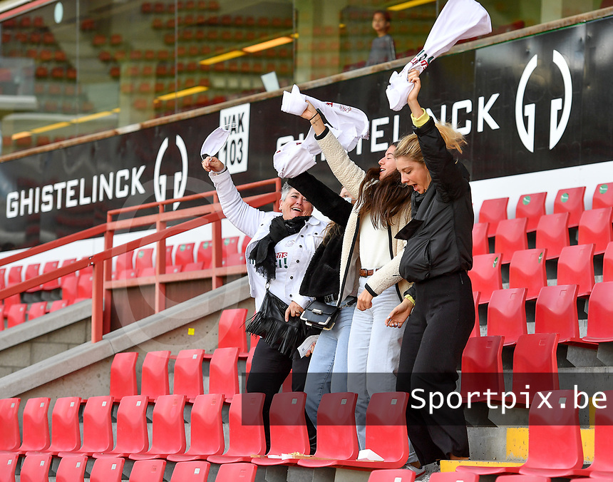 Zulte's fans and supporters pictured during a female soccer game between Zulte Waregem and the KAA Gent Ladies on the fourth matchday of the 2020 - 2021 season of Belgian Scooore Womens Super League , saturday 10 October 2020  in Waregem , Belgium . PHOTO SPORTPIX.BE | SPP | DAVID CATRY