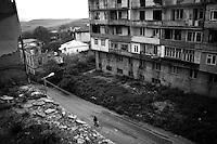 "Nagorny-Karabach, 19.05.2011, Shushi. Blick auf Schuschi. ""The Twentieth Spring"" - ein Portrait der s¸dkaukasischen Stadt Schuschi, 20 Jahre nach der Eroberung der Stadt durch armenische K?mpfer 1992 im B¸gerkrieg um die Unabh?ngigkeit Nagorny-Karabachs (1991-1994). A view down to Shushi. ""The Twentieth Spring"" - A portrait of Shushi, a south caucasian town 20 years after its ""Liberation"" by armenian fighters during the civil war for independence of Nagorny-Karabakh (1991-1994). .Une vue plongeante sur Chouchi. ""Le Vingtieme Anniversaire"" - Un portrait de Chouchi, une ville du Caucase du Sud 20 ans après sa «libération» par les combattants arméniens pendant la guerre civile pour l'indépendance du Haut-Karabakh (1991-1994)..© Timo Vogt/Est&Ost, NO MODEL RELEASE !!"