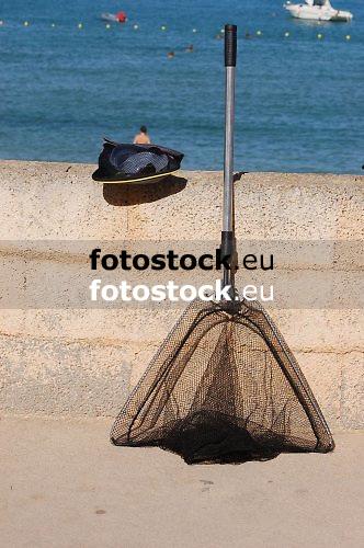 empty fishing net | red de pesca vacio | leeres Fischernetz<br /> <br /> 3008 x 2000 px<br /> 150 dpi: 50,94 x 33,87 cm<br /> 300 dpi: 25,47 x 16,93 cm