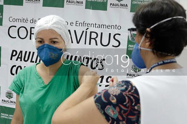 Paulinia (SP), 21/01/2021 - VACINA-SP - A Prefeitura de Paulinia, no interior de São Paulo iniciou nesta quinta-feira (21), no Hospital Municipal de Paulinia, a vacinação dos profissionais de saúde municipais que estão na linha de frente no combate à Covid-19.