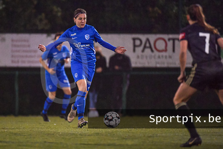 Genk's midfielder Lorene Martin (6) pictured during a female soccer game between  Racing Genk Ladies and Oud Heverlee Leuven on the fourth matchday of the 2020 - 2021 season of Belgian Scooore Womens Super League , friday 9 th of October 2020  in Genk , Belgium . PHOTO SPORTPIX.BE | SPP | STIJN AUDOOREN