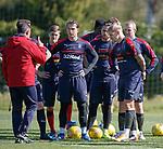 Pedro Caixinha instructing his players